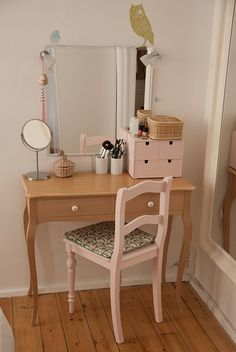a pretty organized vanity.