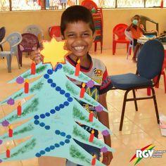 Frohe Weihnachten! Auch in Sri Lanka gibt es eine christliche Minderheit. Unter geschmückten Palmen leuchten heute Abend viele Kinderaugen.