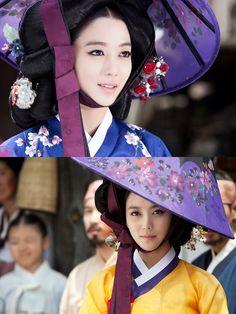 Jin 닥터진 이소연 ♥ Choon-hong, (Lee So-yeon), a mysterious beautiful gisaeng - I love ♥ her dresses and hat Korean Hanbok, Korean Dress, Korean Outfits, Korean Traditional Dress, Traditional Fashion, Traditional Dresses, Time In Korea, Memoirs Of A Geisha, Korean People