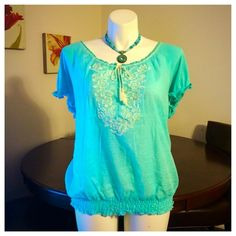 💟Embroidered Aqua Blue Top 3X EUC white embroidery in the front - crinkly gauze material 3x was used twice & the 1x is NWT French Laundry Tops