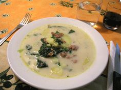 My favorite soup at Olive Garden and I found the recipe. I can't wait to try this! Olive Garden Zuppa Toscana: Tuscan Soup Recipe made at the restaurant Copycat Recipes, Soup Recipes, Great Recipes, Cooking Recipes, Favorite Recipes, Recipies, Chili Recipes, Cooking Ideas, Crockpot Recipes