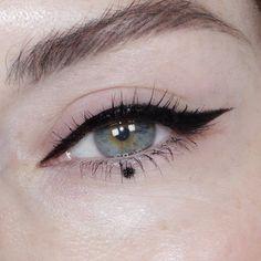 "Makeup Artist ""Glossy lids are my thing"" Instagram makeup makes me Obsessed with earrings Brit in Brooklyn - Katie Jane Hughes PRESS"