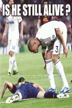 Take a break from the game and see these really funny soccer memes you'll surely enjoy! Funny Football Memes, Funny Sports Memes, Sports Humor, Funny Memes, Hilarious, Funny Soccer Fails, Soccer Humor, Soccer Stuff, Funny Quotes