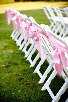 Decoratie voor je stoelen tijdens de trouwceremonie   ThePerfectWedding.nl