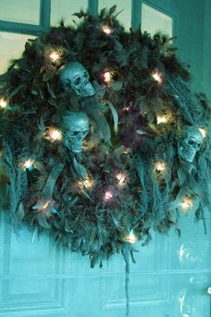 DIY Halloween Decor made with blue feather boas and spray painted blue skulls. and Wicked! Yeux Halloween, Scary Halloween Wreath, Fröhliches Halloween, Diy Halloween Decorations, Holidays Halloween, Halloween Tutorial, Youtube Halloween, Halloween Costumes, Avatar Halloween