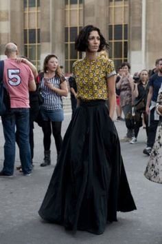 Street looks fashion week Paris : gothico-romantique. Love the skirt!!!