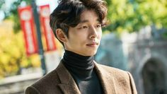 """On April 3, Gong Yoo filmed an episode of CNN's """"Talk Asia,"""" a talk show that interviews influential people in the realm of arts, politics, sports, and bus"""