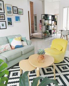I hope you guys have a wonderful Saturday! . . . #ndalemkrisikan #livingroom…
