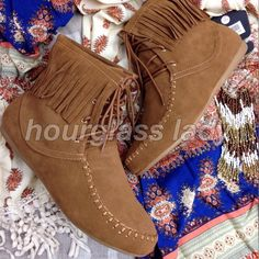 "Boho fringe Moccasin faux suede booties Bohemian at its best! Dress up your skinnies or pair with a gorgeous dress for a complete Boho look! Avail in sizes 6-10 (some half sizes as well) Faux leather with 3"" fringe Fit true to size, slightly narrow Size 6 Approx 6 1/2"" tall with a 1/2"" rubber flat sole New, box included PRICE FIRM UNLESS BUNDLED Create a bundle for 15% off! Thanks for looking❤️ ❌NO PAYPAL❌NO TRADES Hourglass Lady Shoes Ankle Boots & Booties"