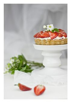 Rhubarb & strawberry yoghurt tart Blue Cakes, Love Cake, Cake Cookies, Zucchini, Panna Cotta, Blues, Strawberry, Cooking, Ethnic Recipes