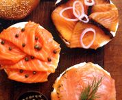 Russ and Daughters on a Sunday afternoon. Everything bagel with lox and scallion cream cheese. Salmon Lox, Smoked Salmon Bagel, Smoked Fish, Deli Food, Food 52, Russ And Daughters, Lox And Bagels, New York Bagel, Breakfast Time