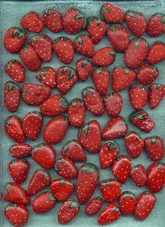 Pintar piedras para que parezcan fresas