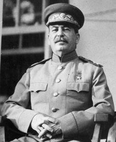 Stalin alla Conferenza di Tehran nel 1943   http://it.wikipedia.org/wiki/Iosif_Stalin#/media/File:CroppedStalin1943.jpg