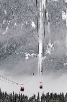 Peak 2 Peak Gondola is a tri-cable gondola lift located in Whistler, British Columbia, photo by Duncan Rawlinson (Have done this, long ride!)