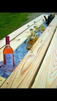 Take the middle board out of a picnic table and replace it with a rain gutter then fill it full of ice and your favorite drinks! #goodinvention
