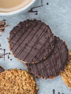 Chocolate HobNob Biscuits // Izy Hossack - Top With Cinnamon Baking Recipes, Cookie Recipes, Dessert Recipes, Desserts, Dessert Food, Biscuit Cookies, Biscuit Recipe, Yummy Treats, Sweet Treats