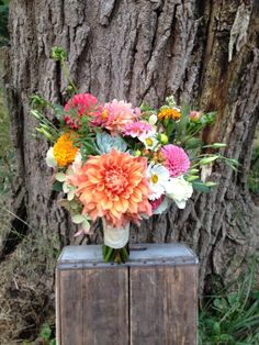 4 Floral Trends You Need to Know About: Vivid Bouquets