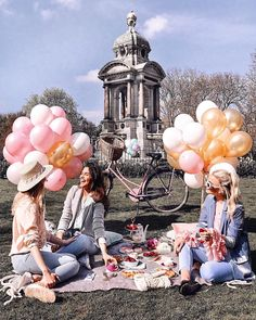 balloons and bffs Bff Goals, Best Friend Goals, Best Friends, Sister Photos, Friend Photos, Friendship Photography, Wonderful Day, Cute Poses, Bff Pictures