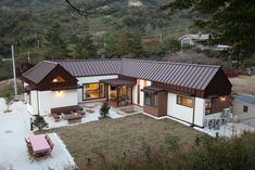 Two storied wooden house in Gwangyang City, South Jeolla Province, South Korea - Cool Houses Pictures And Dream Home Unique Designs, Big, Medium Size And Small House Design Ideas Future House, My House, Storey Homes, Wooden House, Traditional House, Home Fashion, Home Deco, Interior Architecture, Interior Design