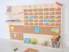 11 manualidades para una vuelta al cole 'low cost' - Easy DIY Projects Cozy Home Decorating, Stairway Decorating, Decorating Small Spaces, Decor Crafts, Diy And Crafts, Low Cost, Diy Hacks, Diy Bathroom, Romantic Home Decor