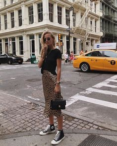 leopard print skirt and a black t-shirt and black converse. Visit Daily Dress Me… – Women Fashion Fashion 2018, Look Fashion, Trendy Fashion, Autumn Fashion, Fashion Outfits, Fashion Clothes, Sneakers Fashion, Ladies Fashion, Skirt Fashion