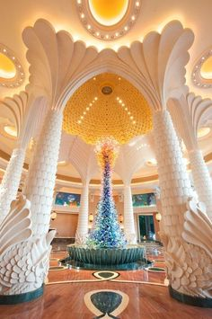 The Beautiful Palm Lobby - - - - Atlantis - United Arab Emirates (WHY DONT WE HAVE PLACES THAT LOOK LIKE THIS?!) EVEN IF WE DID I COULDNT AFFORD TO GO THERE. #dubai #uae
