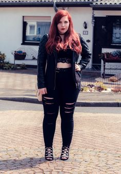 Docs plus size grunge, plus size goth, plus size rocker, plus s Outfits Casual, Curvy Girl Outfits, Plus Size Outfits, Fashion Outfits, Grunge Outfits, Casual Goth, Flannel Outfits, 90s Grunge, Work Outfits