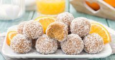 I tartufini arancia e cocco sono dei deliziosi dolcetti che si fanno in 5 minuti e con soli 4 ingredienti, senza burro, senza zucchero e senza cuocere nulla