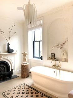 Experts Explain Why Plaster Walls, an Old-School Interior Design Detail, Are Trending Once Again — Martha Stewart Living Rustic Bathroom Decor, Bathroom Interior, White Bathroom, Eclectic Bathroom, Master Bathroom, Farmhouse Decor, Easy Home Decor, Cheap Home Decor, Bathroom Inspiration