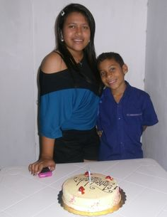 Mi niño Juan Alfredo compartiendo pastel de cumpleaño de su hermana Albany Zuleyka, en Upata marzo 28 del 2013