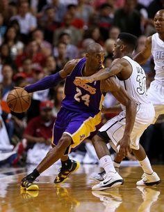 Kobe Bryant Photo - Los Angeles Lakers v Miami Heat