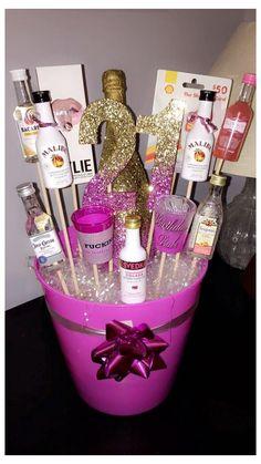 21st Birthday Basket, 21st Birthday Presents, 21st Birthday Decorations, Birthday Gift Baskets, 21st Gifts, 25th Birthday, Birthday Diy, Birthday Gifts For Her, Diy Gifts