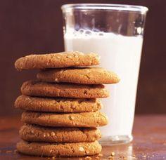 I biscotti vegani alla banana si preparano in pochissimi minuti e sono anche molto economici: ecco la ricetta. Lactose Free, Vegan Gluten Free, Dairy Free, Veg Recipes, Snack Recipes, Juicing With A Blender, Clean Eating For Beginners, 100 Calories, Oatmeal Cookies