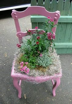 Garden decoration with old chairs and colorful flowers Are you tired of the usual garden decorations? you can try these new settings with old chairs and colorful flowers. So if you have such things that are outdated and not as beautiful as when you wer… Garden Chairs, Garden Planters, Garden Art, Easy Garden, Garden Table, Balcony Garden, Unique Gardens, Beautiful Gardens, Amazing Gardens