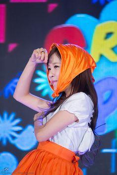 날따라햌 크레용팝 사진 블로그 임돠 :: 140413 크레용팝(Crayon pop) 수원 KT wiz 축하공연 (2)