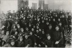 Soldados del regimiento Preobrazhensky, los primeros en defender a la guardia en el Palacio de Tauride, marzo de 1917, Petrogrado