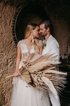 Organic chic weddings are all the rage and this destination wedding styled shoot in Mallorca is b-e-a-utiful. With earthy textures and dried botanicals this wedding inspiration is perfect for the modern and adventurous couple. Wedding Set Up, Chic Wedding, Wedding Trends, Wedding Designs, Wedding Styles, Bride Bouquets, Bridesmaid Bouquet, Destination Wedding, Wedding Venues