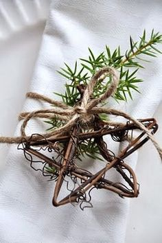 Natural Christmas Star from Grapevines and twine, twig of rosemary Natural Christmas, Noel Christmas, Primitive Christmas, Country Christmas, Simple Christmas, All Things Christmas, Winter Christmas, Christmas Crafts, Christmas Ornaments