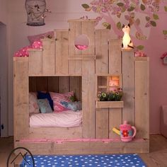 Pallet Playhouse Bunk Bed...these are the BEST Bunk Bed Ideas!