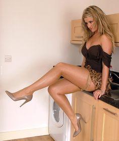 http://src.lol24.com/fotki/large/6/6678_seksowne-high-heels.jpg