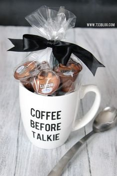 Coffee lovers gift idea idelight ad diy christmas card ideas you ll want to send this season gift ideas corner Coffee Gift Baskets, Coffee Lover Gifts, Gift For Lover, Lovers Gift, Cupcake Gift Baskets, Gift Baskets For Him, Gifts In A Mug, Christmas Gift Baskets, Diy Christmas Gifts