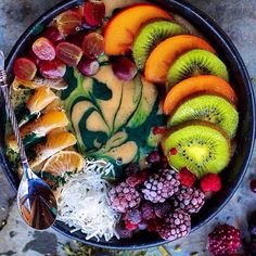 Bowl of awesomeness ❤️ #thevibetown #goodvibes #fruit #superfruit #organic #eatclean #livegood #vegan #vegetarian #gmofree #naturalfood #healthy #foodismedicine #growyourown