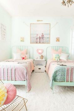 Small shared room design and decoration idea. Pink and turquoise color scheme are the favorite colors for most little girls. Love the simplicity of this bedroom for kids with turquoise painted iron beds and white walls.