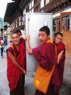 Moving-monks . Bhutan