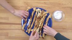Neue Nachricht: Cinnamon Twists - So einfach machst du leckere Zimtstangen - http://ift.tt/2jfTt69 #news