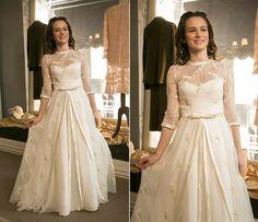 Olha gente que linda que a Maria está de vestido de noiva.