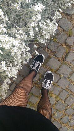 Fashion Tights, Punk Fashion, Sneakers Fashion, Fashion Outfits, Skull Fashion, Lolita Fashion, Vans Old Skool Outfit, Black Vans Outfit, Fall Outfits