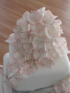 Hydrangea cake topper by Chrissie Tauranga, via Flickr