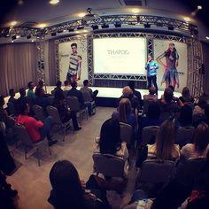 """Verão 2017 Tharog... #ARTSY """"A arte de amar a arte."""" A Tharog agradece a todos pela presença, pela parceria, pela confiança e pelo trabalho SHOW dessa equipe MARAVILHOSA!!!! Verão 2017 Tharog... Com o MELHOR jeans do BRASIL para você!!!!! ❤️ #Tharog #jeans #love #moda #arte #artsy #verao2017 #verao2017top #verao2017tharog #fashion #gratidão"""