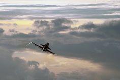 Endeavour departs Florida for California on last piggyback 747 SCA flight